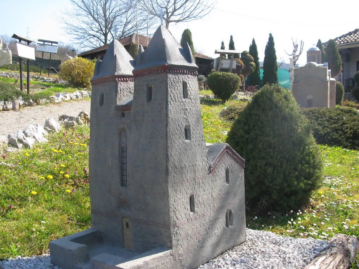 Богородичина црква у селу Доњa Каменицa, 14. век