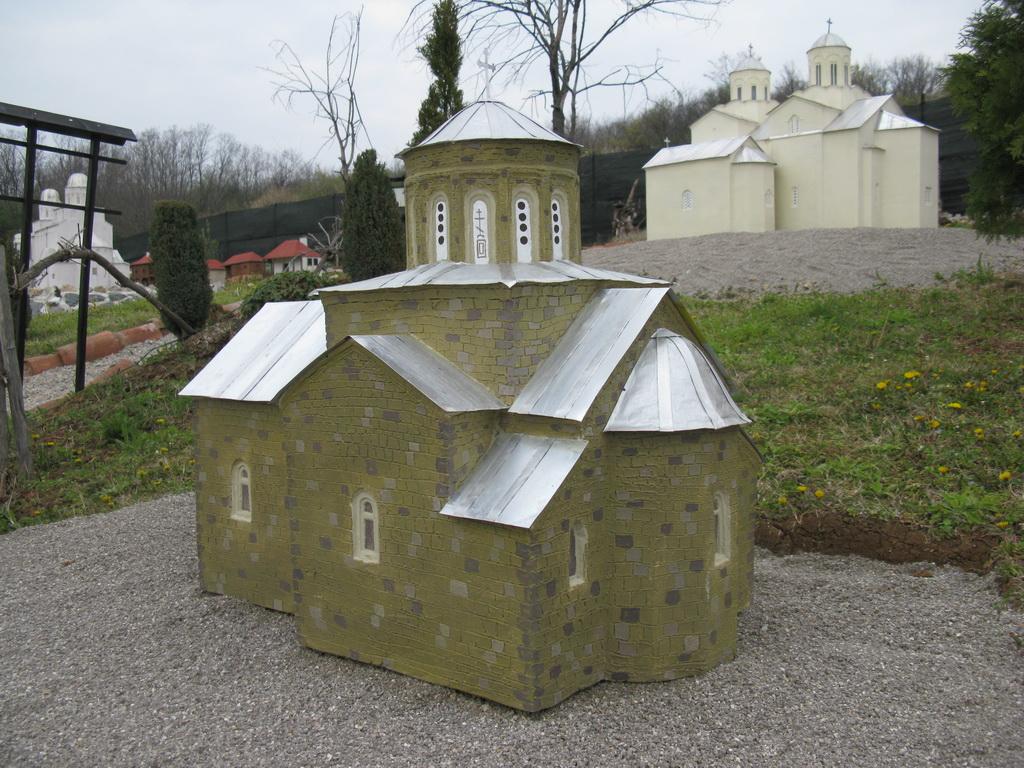 Црква Свете Тројице у Овчарско-кабларској Клисури